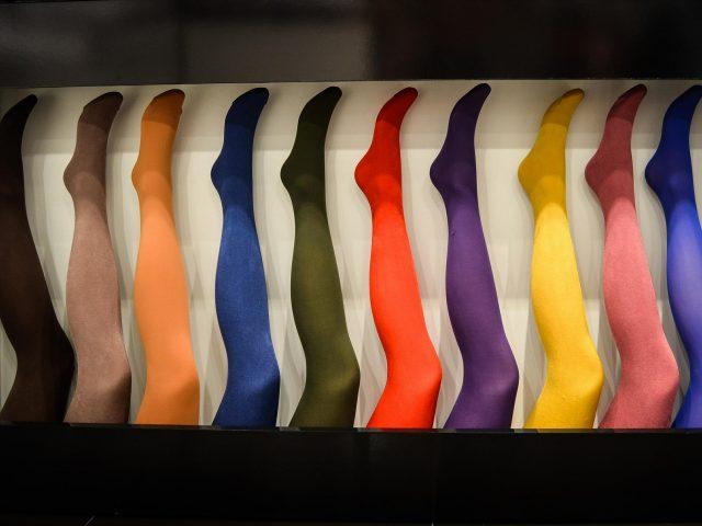 Krótko o pełnej rozmiarówce rajstop i o tym, które spośród konfekcyjnych pasują dla kobiet plus size.